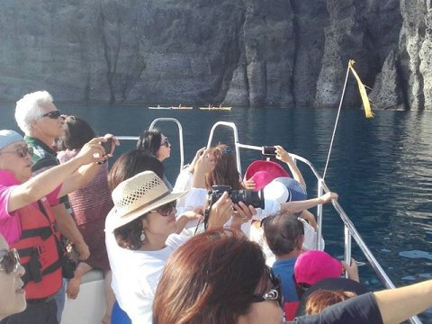Boat Tour Santorini Greece (2)