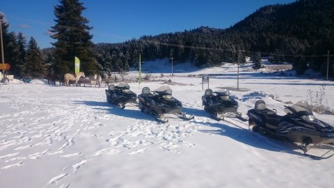 Snowmobile pertouli Greece extreme.jpg7