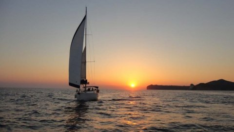 Sailing Sunset Santorini Private