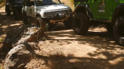 Jeep-safari-greece-marathonas-lake-λιμνη-offroad-4x4 (1)