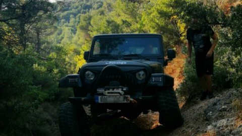Offroad Jeep 4x4 Tour at Parnitha near Athens