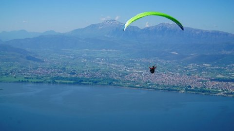 Paragliding Flight over Ioannina Lake
