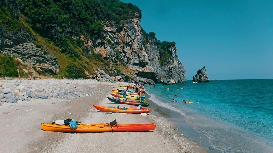 Θαλάσσιο καγιάκ tour στο Πήλιο - Adventure Travel in Greece